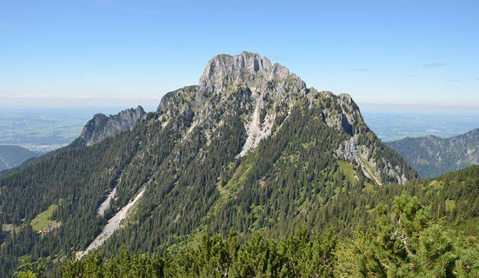 Der breite Rücken des Säuling über dem Alpsee: Ludwig stieg mit der Familie und Gefolge hinauf.